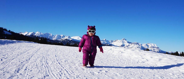 Comment bien équiper bébé pour se rendre à la neige ?